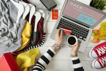 Buying Fashion Online: A Helping Hands For Those Individuals Busy Shopping Freaks